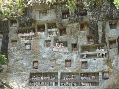 Tau tau - morminte din Tana Toraja Sulawesi Indonezia