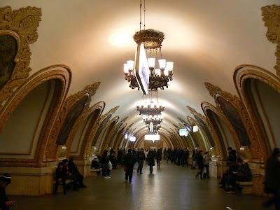 Imagini Rusia: statia metro Kropotinskaya Moscova