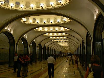 Atractii Rusia: statia metro Mayakovskaya