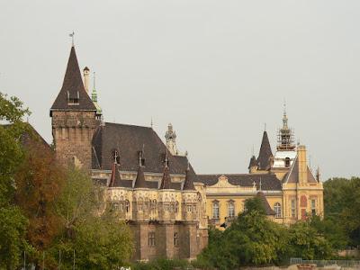 Copia Palatului Huniazilor din Budapesta
