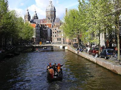 Imagini Olanda: canale Amsterdam in Cartierul Rosu