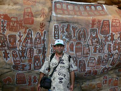 Imagini MaliL graffiti africane in Pays Dogon
