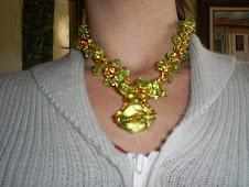 Toursade verde em cristais e fio dourado