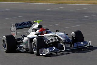 Michael Schumacher faz teste com Mercedes na Espanha