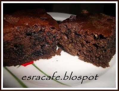 Cevizli, Kakaolu & Damla Çikolatalı Islak Kek