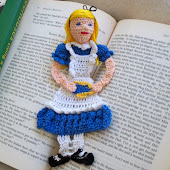 Alice in Wonderland reading character Crochet Bookmark Pattern PDF file
