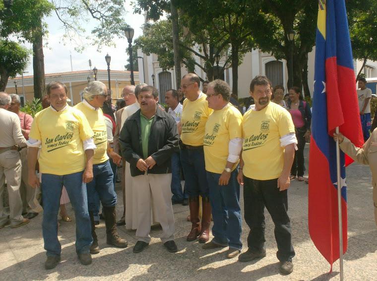 Cabalgateros junto al Alcalde Ramón Moncada