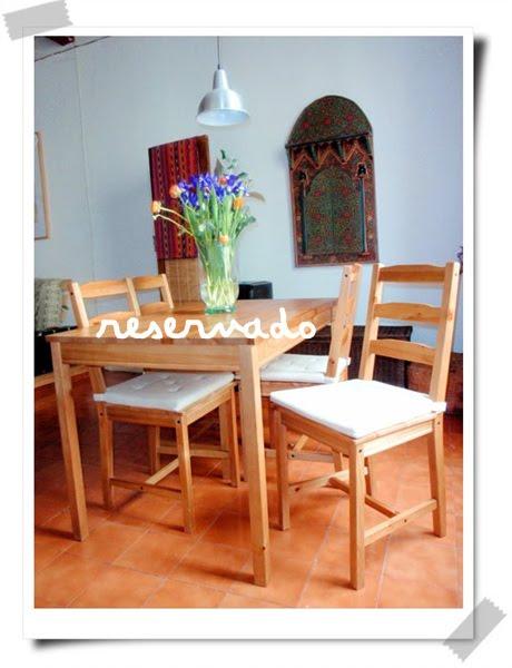 Nos vamos de barcelona y nuestras cosas buscan nuevo hogar comedor de madera con cuatro sillas - Comedor de cuatro sillas ...