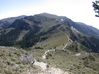 上向陽山北峰的陡坡
