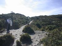 陡坡後的鞍部
