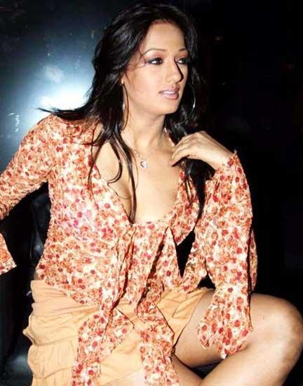 Bollywood Sexy Actress Bandira Navel Queens