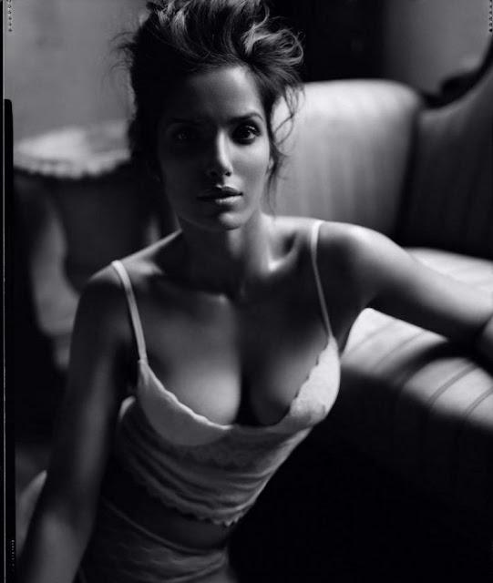 Indian Model Padma Lakshmi Hot Photoshoot Navel Queens
