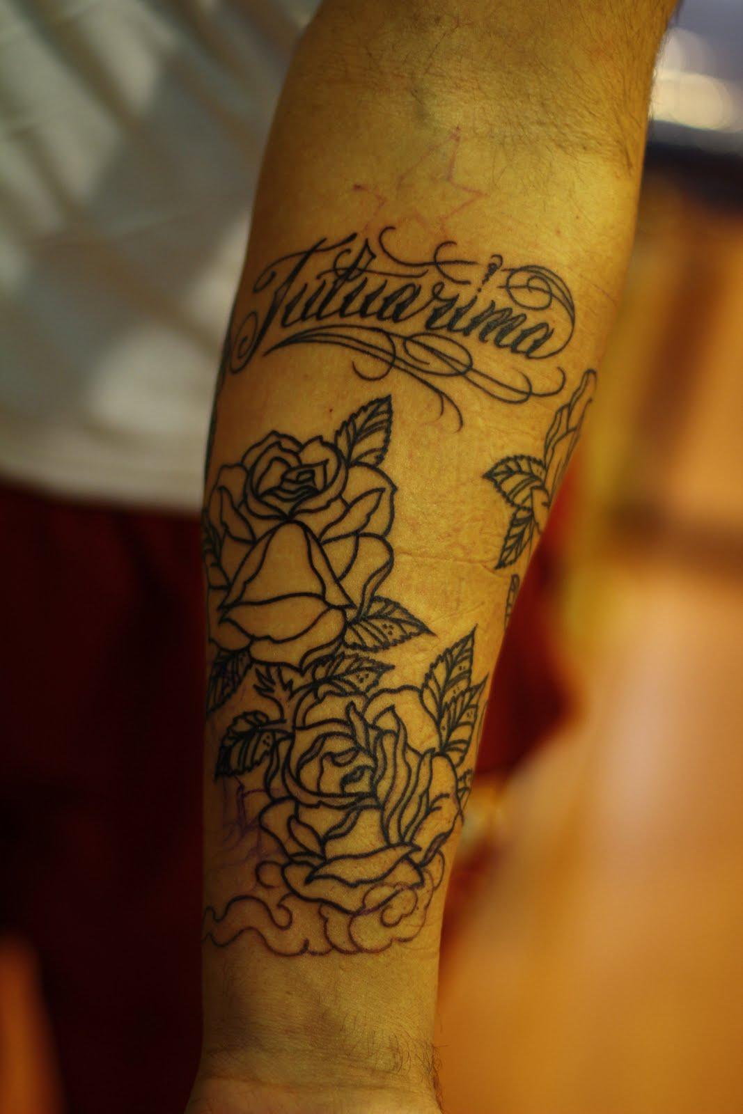 Joel tattooeerde ik in noorwijk zijn arm en rug vlak voor