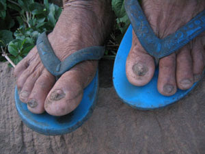 ad09d6460ba297 I know some of you wear flip-flops and you do work to keep your feet clean