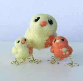 Mummy and Baby Chicks Tweet Little Pale Yellow and Apricot Spotted Tweets