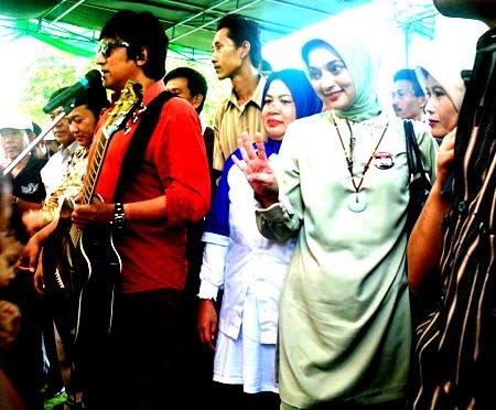 Dalam Pilkada di Lampung Selatan Kedua Pasutri Ini Bertambah Mesra dan Sangat Saling Mendukung