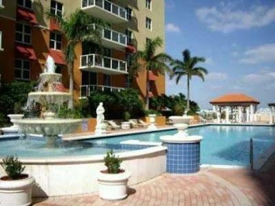 Remate de condo en Miami con linda vista al agua