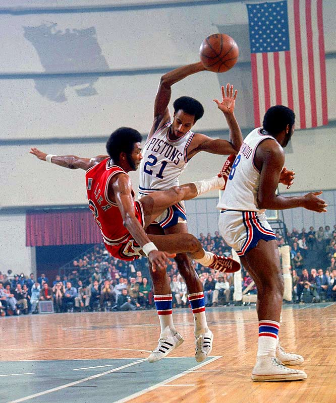a brief basketball history of the phoenix suns Phoenix — standing a full 6 feet 8 inches tall, connie hawkins' impact on phoenix suns basketball was as large as he was hundreds of fans, staff, family and.