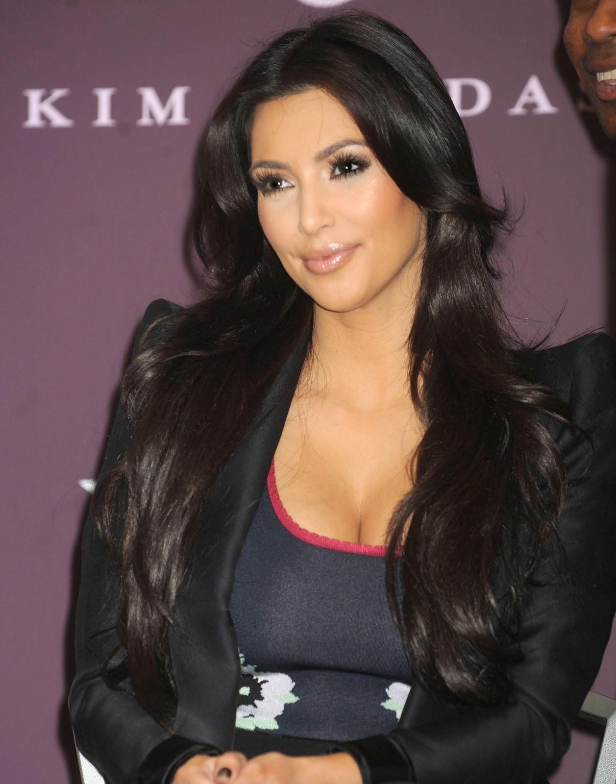 http://4.bp.blogspot.com/_DqQNorl_2Kc/TMqFCcGPXtI/AAAAAAAABG0/FnYpZjx1btc/s1600/Kim-Kardashian-145.jpg