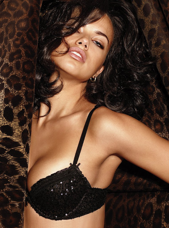 Adriana Lima  Victorias Secret Lingerie Photoshoot MQ cleavage