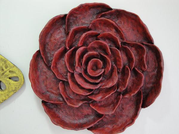 Quadro rosa em fibra natural.