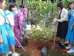 Tanam pokok Hari Koperasi Oleh pengetua