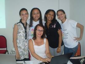 Gabriella, Raymara, Adriana, Eu e Drª em Linguística professora Ronice Muller de Quadros.