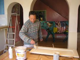 Pintando con brocha puertas de cocina