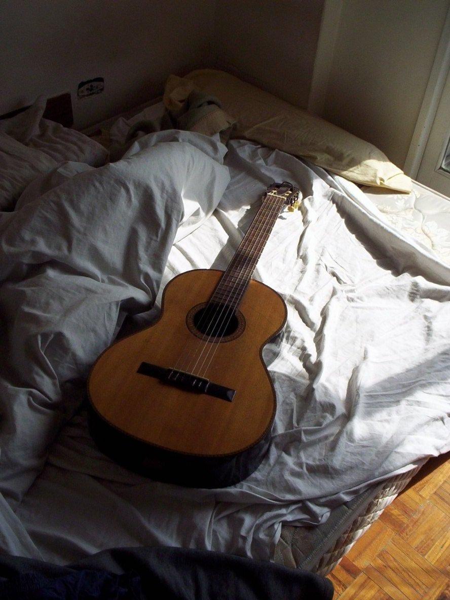 una tarde Tocando la Guitarra