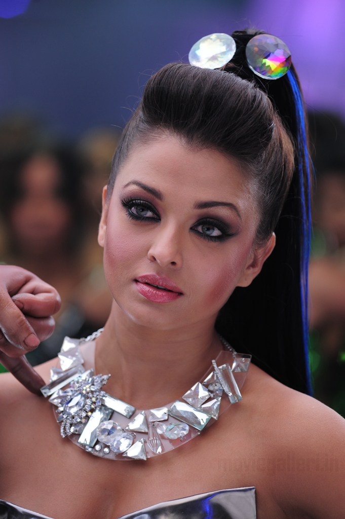 wallpapers of aishwarya rai. Aishwarya rai wallpapers