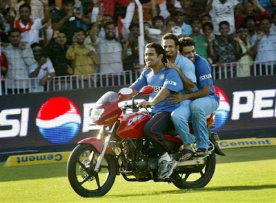 Ms dhoni riding bike with irfan pathan and robin uthappa wallpapers