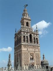 La Giralda desde las cubiertas de la catedral