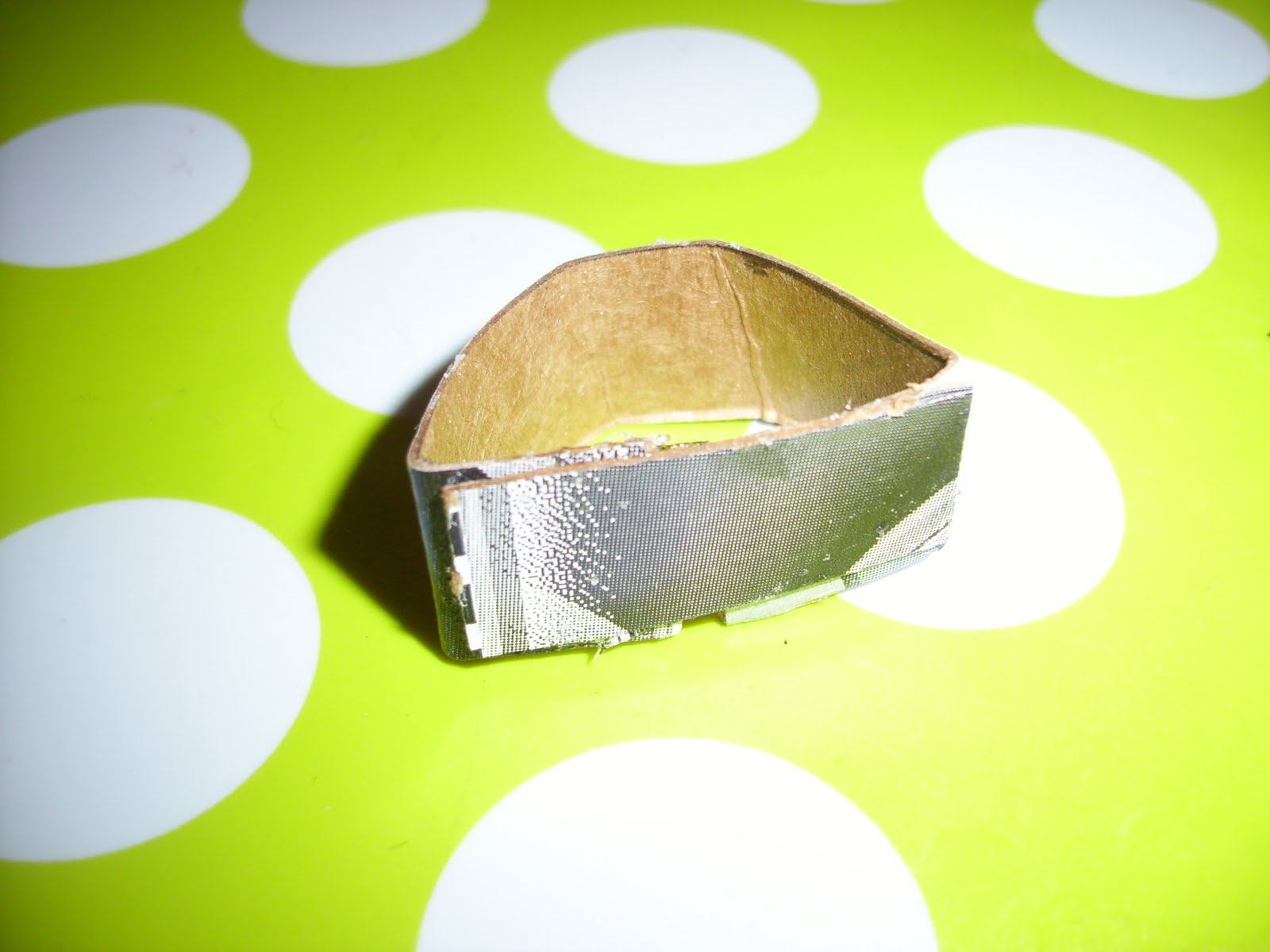 http://4.bp.blogspot.com/_E2PjKGxzTJo/TCfpH8kjIPI/AAAAAAAAFtQ/cM3VKET7WUo/s1600/KC+glue.JPG