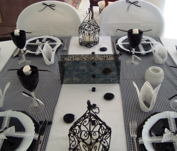 bb d co table noir blanc. Black Bedroom Furniture Sets. Home Design Ideas