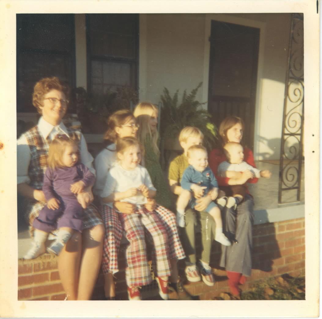 [cousins+on+porch.jpg]