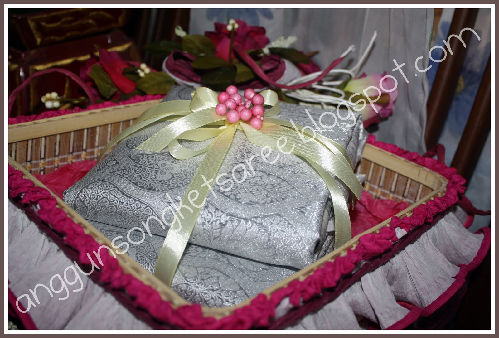 Wedding Gift Packing Ideas For Bride : post+1+-+songket+wedding+gift.jpg