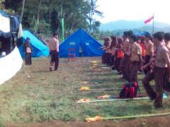 Latihan Dasar Kepemimpinan Pramuka (LDKP) Kak Pembina Lagi Memeriksa Barisan