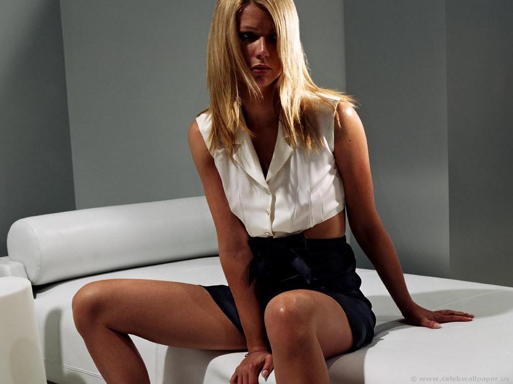 Gwyneth Paltrow - Wallpaper Gallery