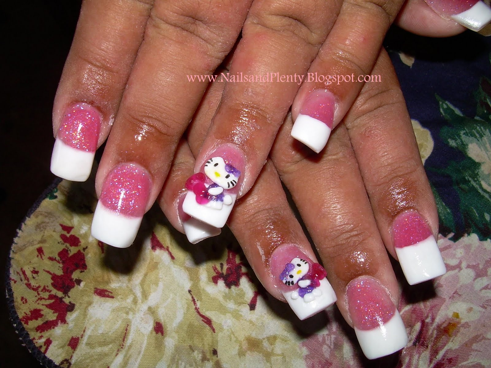 hello kitty acrylic nail designs