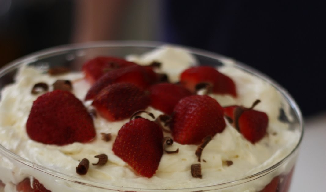 how to make a strawberry trifle
