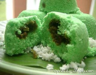 kue putu mayang masakan indonesia