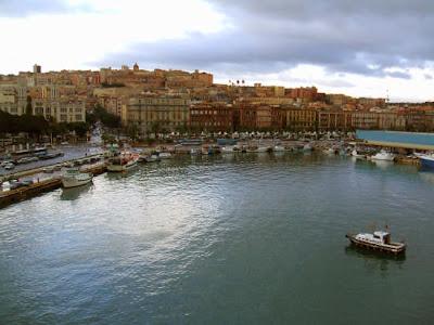 Nella foto Cagliari porto da http://www.fotografieitalia.it/
