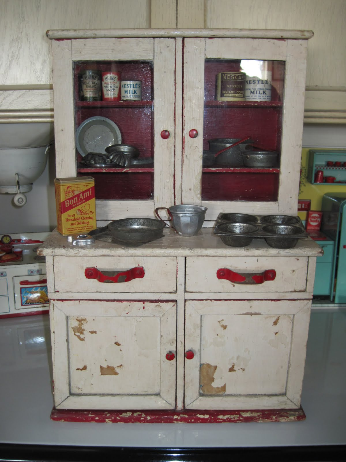 Tracy 39 s toys and some other stuff antique toy kitchen for Vintage kitchen units uk