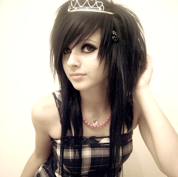 Long emo hairstyles look more sexy and beautiful.