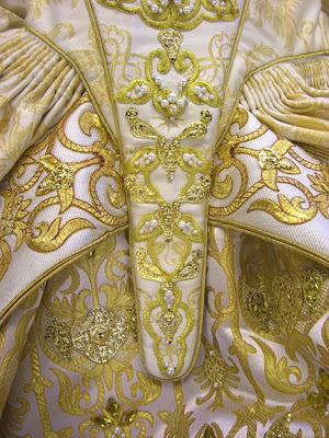elizabethan-dress-detail