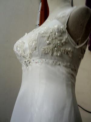 Tampilan keseluruhan gaun bisa dilihat pada foto2 d bawah ini.
