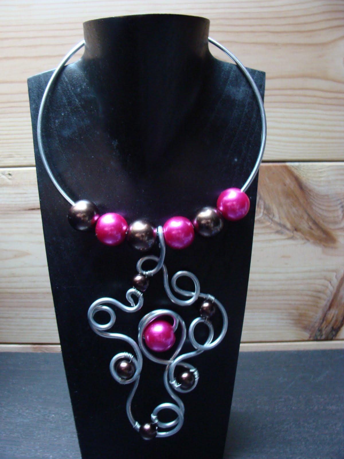 bleu lagon bijoux collier pendentif aluminium et perles. Black Bedroom Furniture Sets. Home Design Ideas