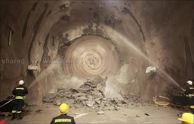 http://4.bp.blogspot.com/_EHi0bg7zYcQ/TL6CaixV2yI/AAAAAAAAO6A/bDaah4JqE6k/s1600/the_longest_tunnel_in_the_world_08.jpg