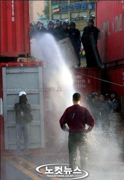 http://4.bp.blogspot.com/_EHi0bg7zYcQ/TLV_MxfdavI/AAAAAAAANAc/9nz_aszMlSY/s1600/bad_shower_640_02.jpg