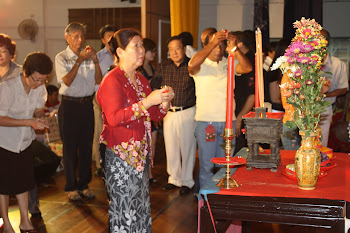 Devotees placing oil lamps on the stage table vegetarian dinner 26.10.10